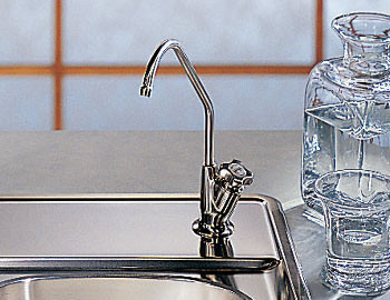 Franke DW100 Uniflow Single Knob Filtration Faucet with Built-In Filtration System & Swivel Spout: Polished Chrome